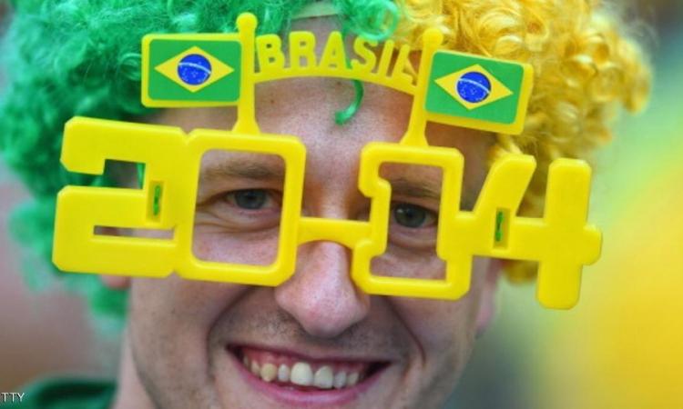 بالصور .. شجع بلدك بأغرب اشكال النظارات في العالم
