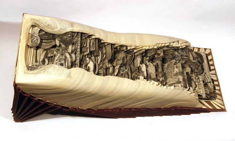 بالصور.. أمريكي يستخدم أدوات جراحية ليجعل من الكتب منحوتات رائعة