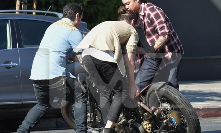 ديفيد بيكهام ينجو من حادث بدراجته النارية