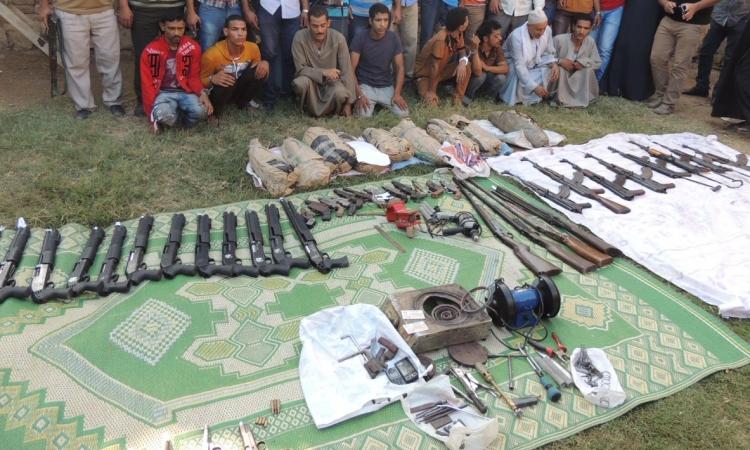 أمن المنيا يضبط ورشتين لتصنيع الأسلحة النارية و27.5 كيلو من مخدر البانجو
