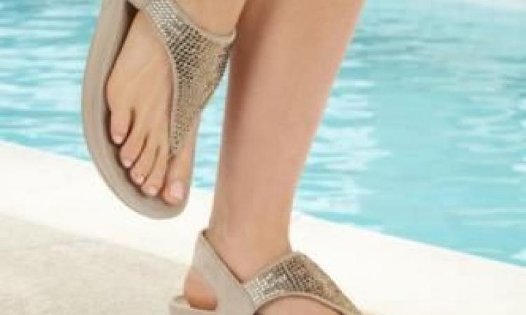 الأحذية الطبية تقتحم عالم الموضة