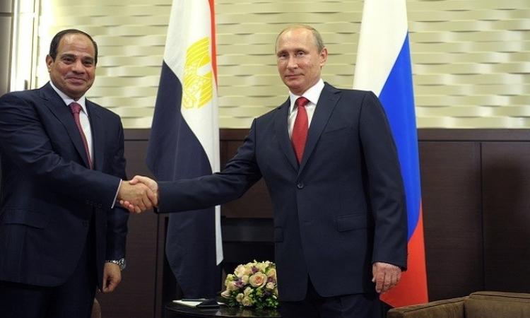 بالصور.. بوتين يهدي السيسي  «مركب جنائزي»