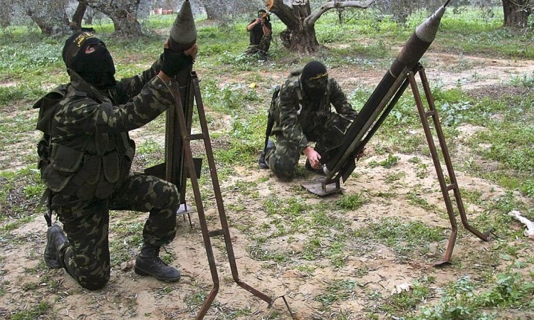 القسام تقصف الآليات العسكرية الإسرائيلية على حدود غزة بقذائف الهاون