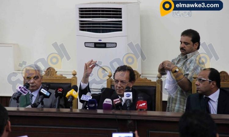 بالصور.. فض الاحراز في قضية علاء عبد الفتاح