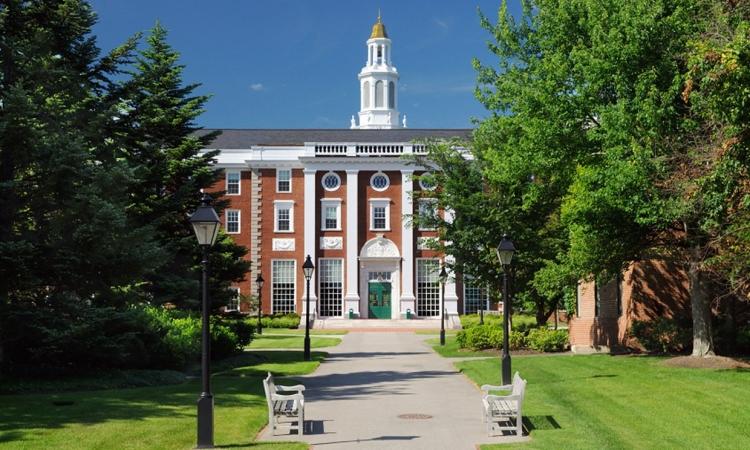 تعرف على كيفية الإلتحاق بأشهر الجامعات العالمية.. مجاناً