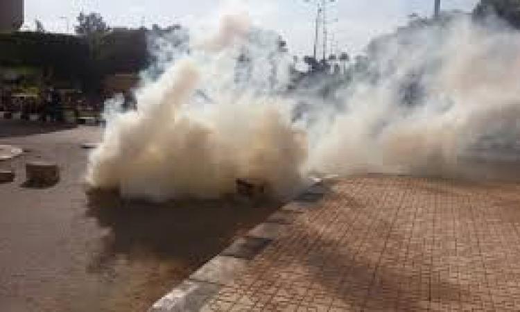 بقنابل الغاز الأمن يفرق مسيرة «إخوانية» بالمهندسين