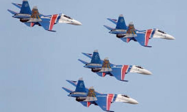 احتفاء بزيارته .. موكب طائرات سوخوي يرافق طائرة السيسي في سماء روسيا