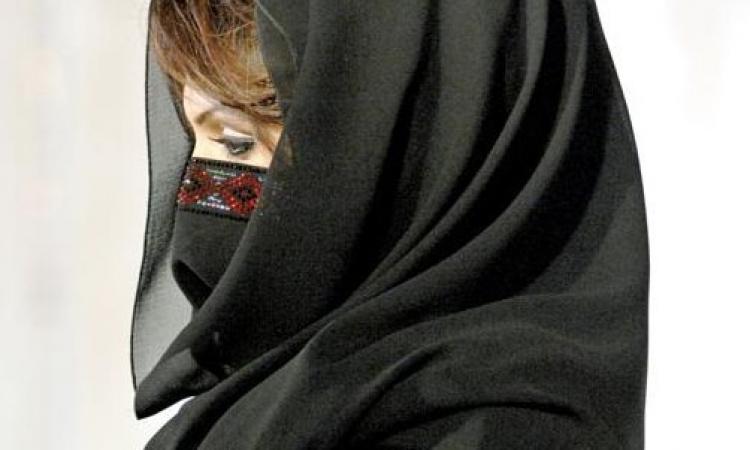بالصورة.. سيدة أعمال خليجية فى اعلان صحفى: «عايزة عريس»