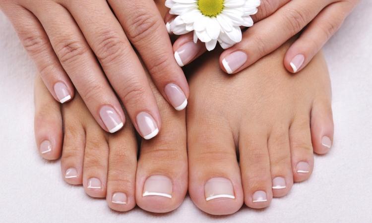 كيف تعتنى بأظافر قدميك؟
