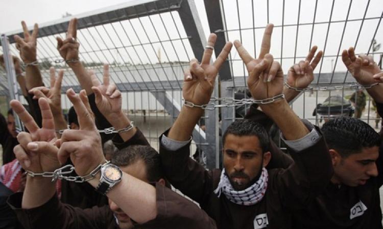 إضراب شامل للأسرى الفلسطينيين بالسجون الإسرائيلية