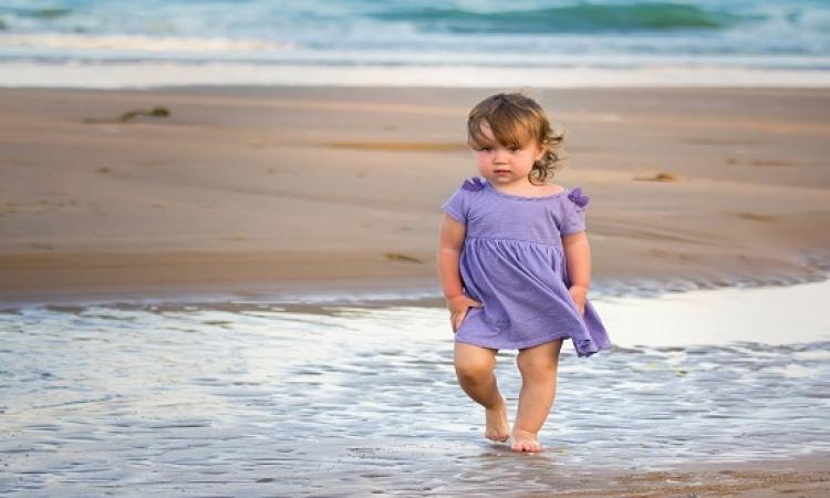 بالصور .. الأطفال فى أحضان الشواطئ