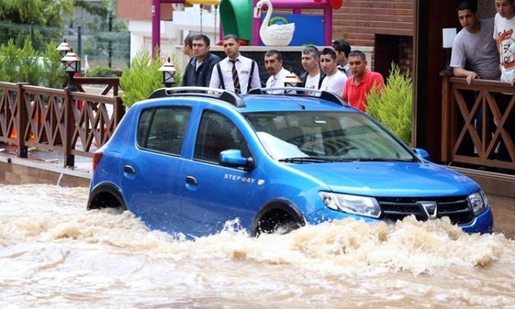 فيضانات تركيا تودي بحياة شخصين وفقدان 4 آخرون