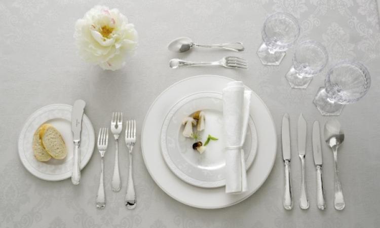 بالصور .. تعرف على لغة الطعام باستخدام أدوات المائدة