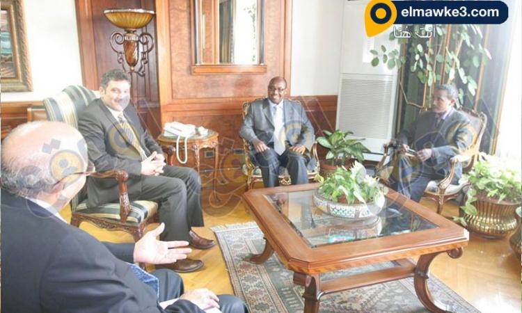 وزير الري يستقبل السفير الإثيوبي بالقاهرة ..ويؤكد: زيارتي لإثيوبيا لرؤية السد بعيني