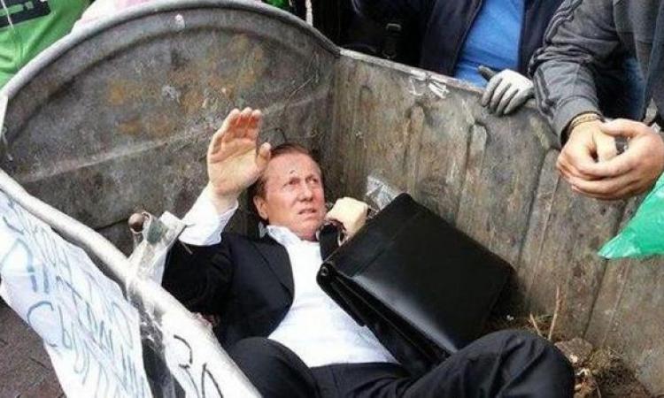 حشد غاضب يرمي نائباً أوكرانياً في صندوق قمامة