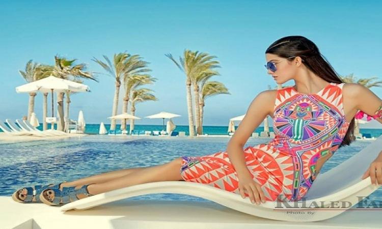 بالصور .. تارا عماد تتألق مجددا على الشاطئ .. واضح انها بتعشق البحر !!