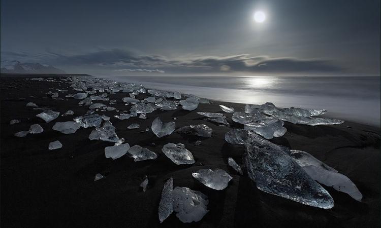 تمتعى بأيسلندا بلد الجبال والأنهار الجميلة