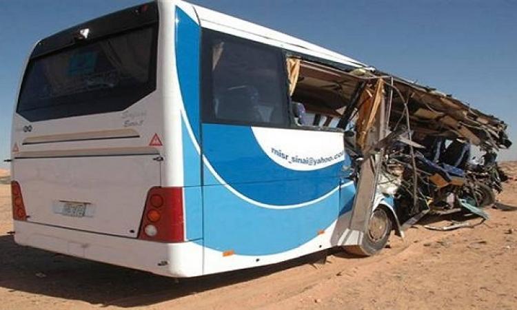 إصابة 42 شخصا في انقلاب حافلة بطريق رأس غارب في الغردقة