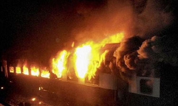 حريق 3 عربات قطار بالقرب من بنها