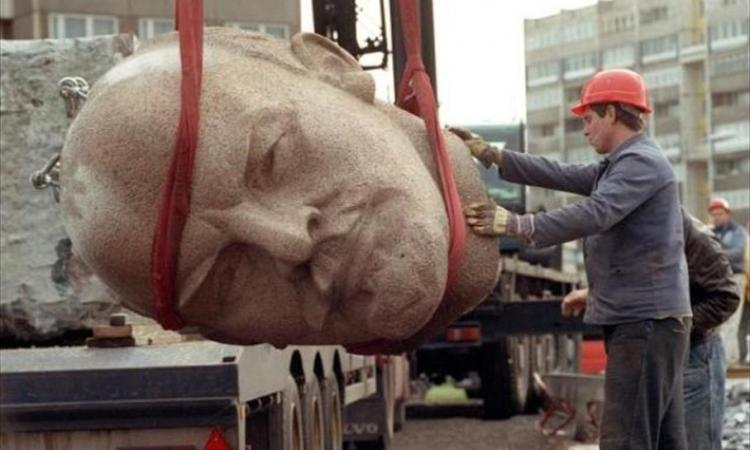 بعد سقوط سور برلين.. ألمانيا تبحث عن رأس لينين