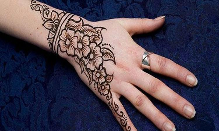 بالصور.. أشكال مبتكرة لنقوش الحناء على أيدي حواء