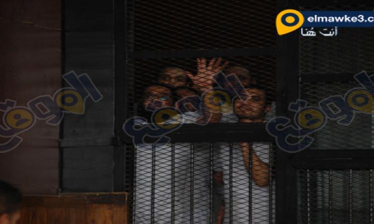 صور متهمين خلية اكتوبر عند دخول القفص