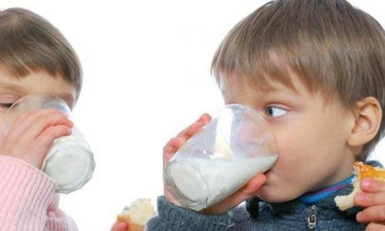 تناول الحليب يزيد من طول طفلك