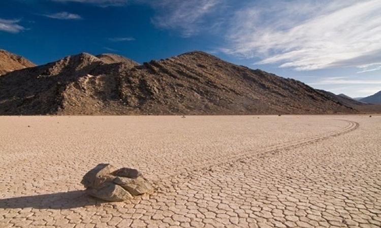 بالفيديو والصور .. اكتشاف سر الصخور المتحركة في وادي الموت ؟؟
