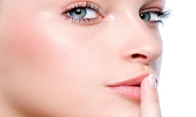 مقشر البيكربونات لتفتيح الإسمرار حول الفم