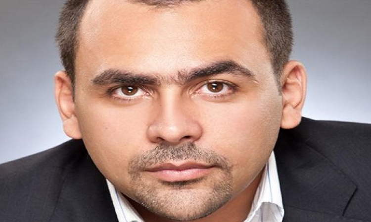 بالفيديو .. يوسف الحسينى يجرى مكالمة على الهواء مع أحد أصحاب الأنفاق بقطاع غزة