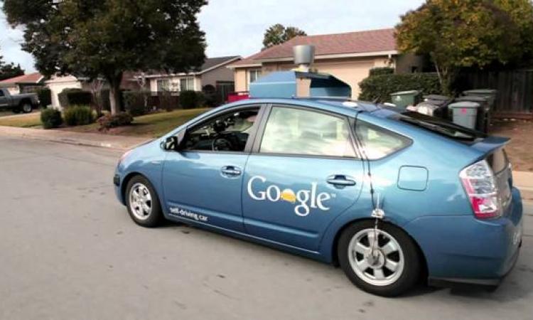 السماح لسيارة جوجل الذاتية القيادة بالسير في كاليفورنيا