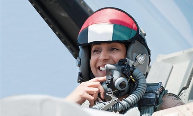"""""""مريم المنصوري"""" إماراتية تقود الضربات الجوية ضد """"داعش"""""""