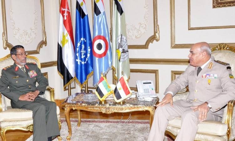 وزير الدفاع يلتقى برئيس أركان الجيش الإماراتى لبحث سبل التعاون العسكرى