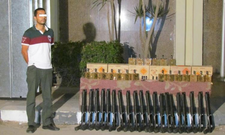 بالفيديو.. ضبط عنصر إجرامي بحوزته 20 بندقية خرطوش