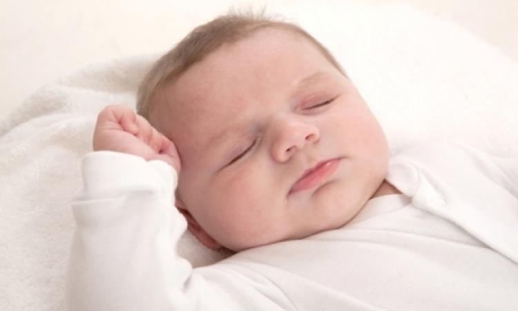 هل يرتبط نمو الطفل العقلي بحجمه عند الولادة؟