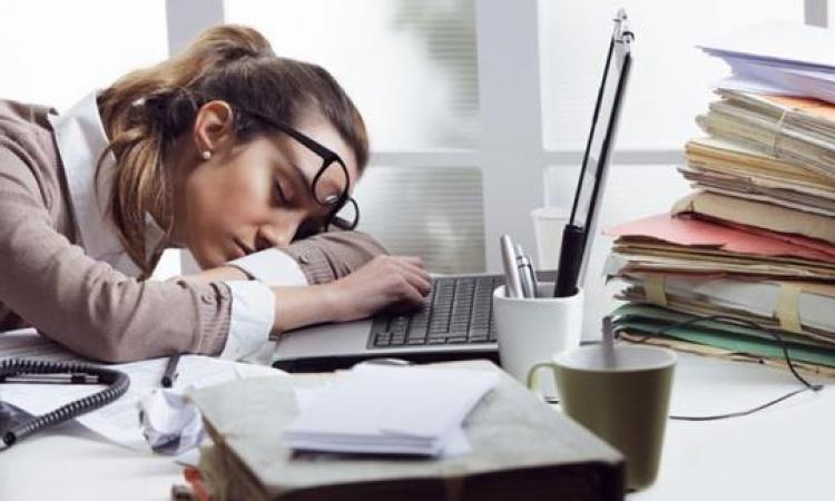 الغفوة أثناء العمل ترفع تركيزك