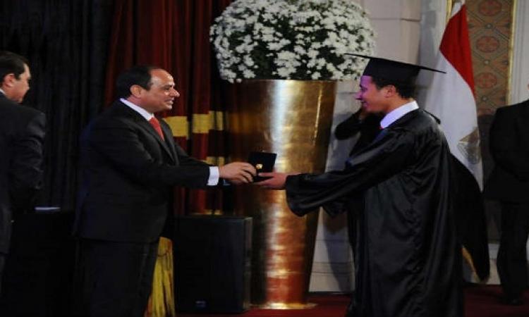 عبد الفتاح السيسي يكرم أوائل خريجي الجامعات المصرية