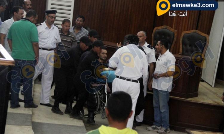 """بالصور.. جلسة محاكمة أحمد دومة في قضية """"أحداث مجلس الوزراء"""""""