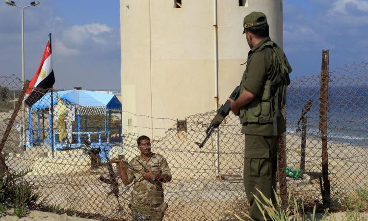 استشهاد مجند وإصابة 4 آخرين اثناء مطاردة عناصر اجرامية بالفرافرة