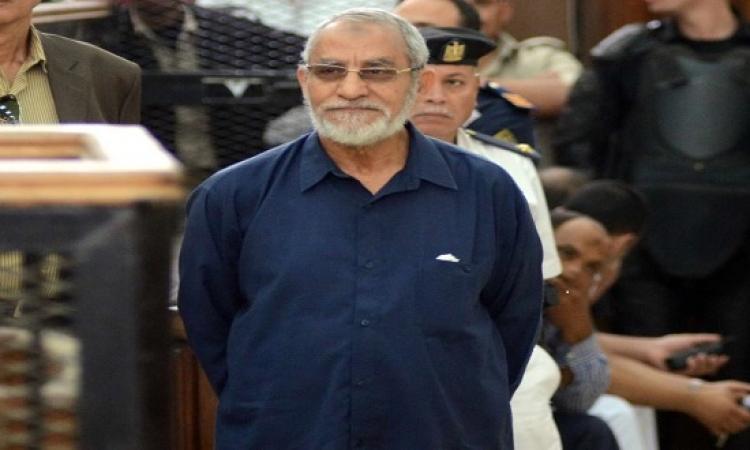 """""""وصول بديع و18 آخرين من قيادات الإخوان لحضور محاكمتهم في قضية """"التخابر"""