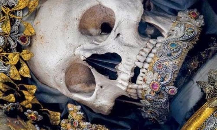 فى سراديب الموتى.. كنوز تعود للأجساد الفردوسية.. عيش المغامرة