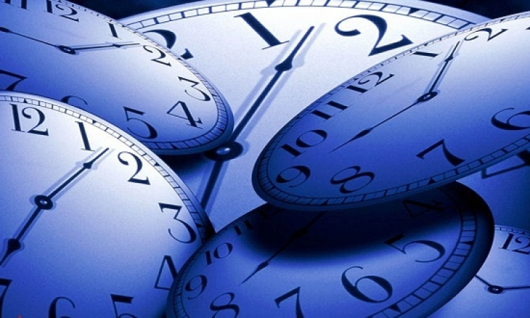 قدمى له ساعة حتى يتذكرك كلما نظر لعقاربها