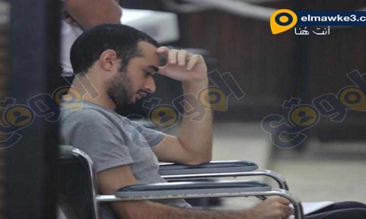 الموقع نيوز ينشر صور محاكمة أحمد دومة فى قضية أحداث مجلس الوزراء