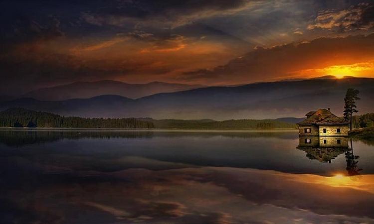 بالصور .. شاهد سحر وروعة انعكاسات الطبيعة على المياه