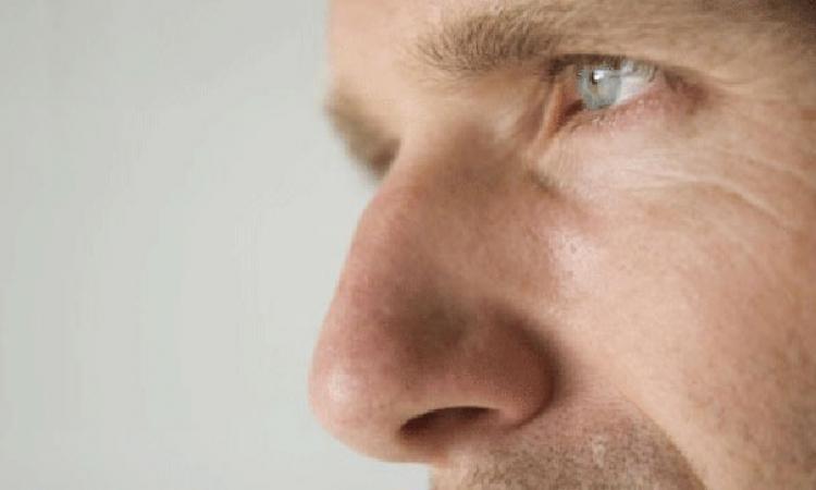 """بعد 4 سنوات من الشلل الكامل .. بلغارى يستطيع السير مرة أخرى بسبب """"أنفه"""""""