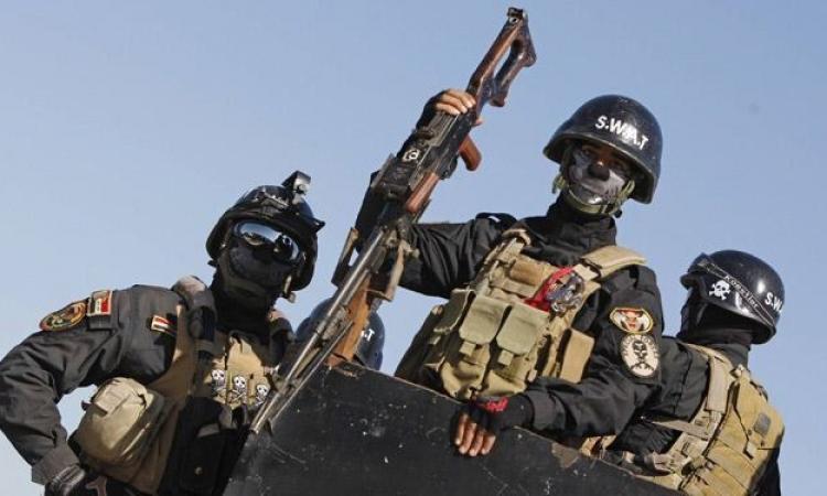 الجيش العراقي يرمي بالمساعدات والذخيرة إلى «داعش»