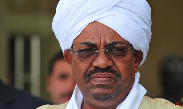 الرئيس السوداني عمر البشير برفقة 6 وزراء للقاء الرئيس عبدالفتاح السيسى اليوم