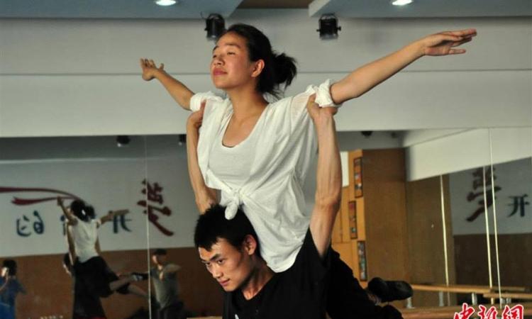 بالصور .. الرقص في عالم الصم والبكم