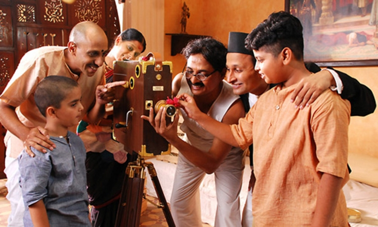 بالفيديو .. أغرب لقطات في تاريخ السينما الهندية