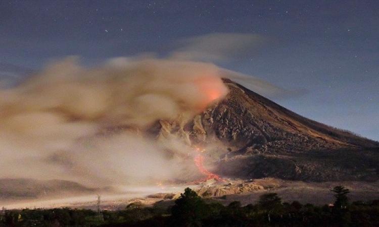 بالصور .. إنفجار بركان جبل سينابونغ فى إندونيسيا